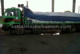 Truk Tronton B-9144-AS setelah diamankan petugas