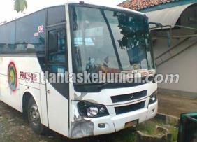 Kondisi Bus Prayogo setelah diamankan oleh petugas