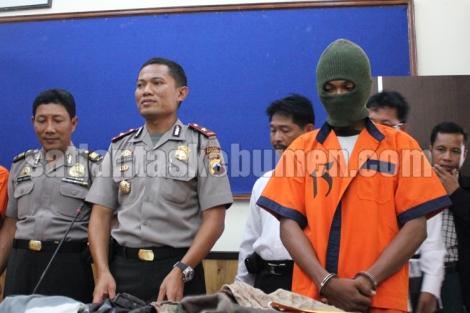 Waka Polres  Kompol Endrastyawan Setyowibowo, SIK. MH. Kebumen saat memberikan keterangan pers di Mapolres Kebumen