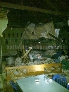 RINGSEK - Kondisi Truk dan Rumah sesaat setelah kecelakaan