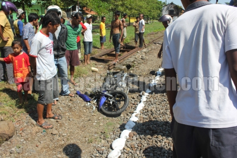(30/05/2013) - Kecelakaan lalu lintas di perlintasan KA Sokka antara Spm AA-3201-WM dengan KA Argo Lawu