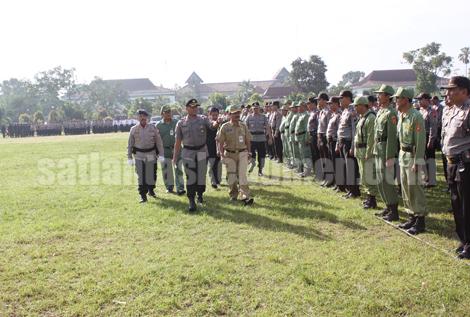 Pemeriksaan pasukan oleh Kapolres Kebumen didampingi para Muspida Kebumen