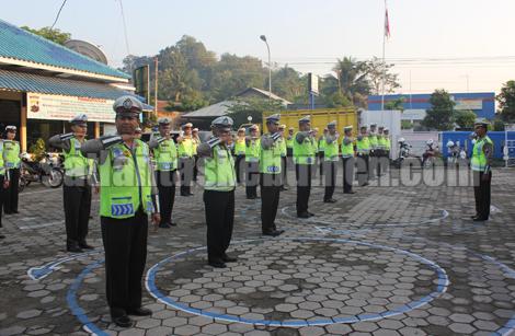 Senam lalu lintas oleh Anggota Sat Lantas Polres Kebumen