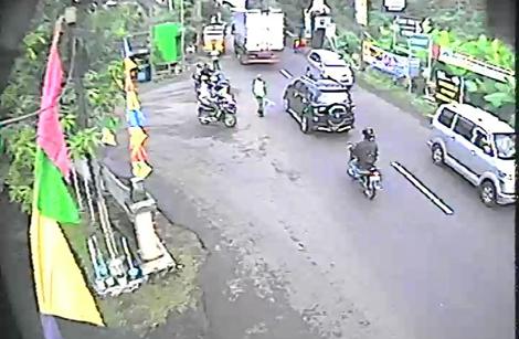 RAMAI - Situasi arus lalin di Simp 3 Ijo Kebumen pagi ini