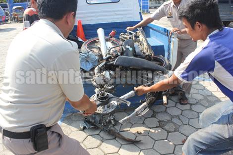 HANCUR - Kondisi motor korban saat diamankan di Mako Zebra Kebumen