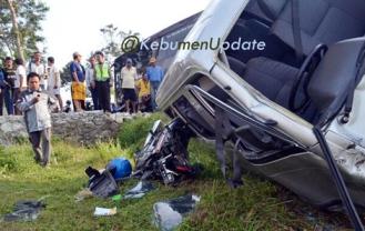 Kecelakaan tadi pagi foto : @KebumenUpdate