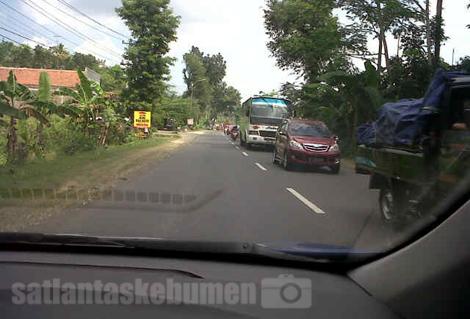 Jalan raya kretek terpantau normal lancar siang ini